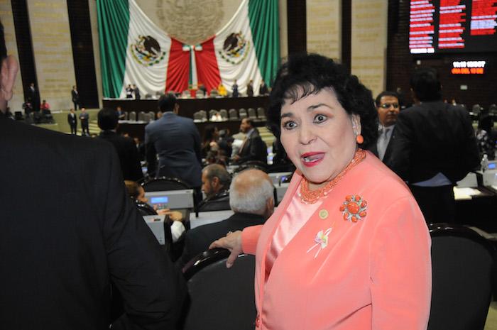 MEXICO, D.F., 13OCTUBRE2015.- Cesar Camacho Quiroz, coordinador del PRI platica con las diputada Georgina Trujillo Zentella durante la sesión ordinaria en la Cámara de Diputados. FOTO: SAÚL LÓPEZ /CUARTOSCURO.COM