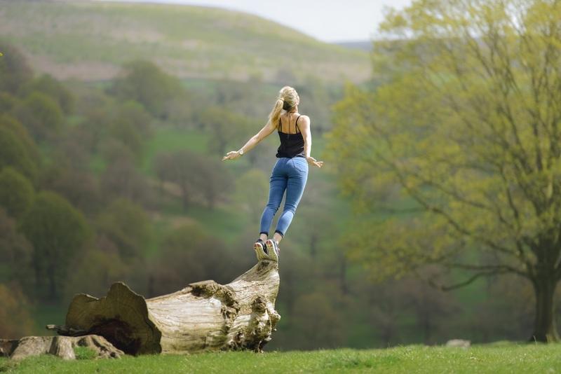 landscape-water-nature-grass-creative-woman-868961-pxhere-com
