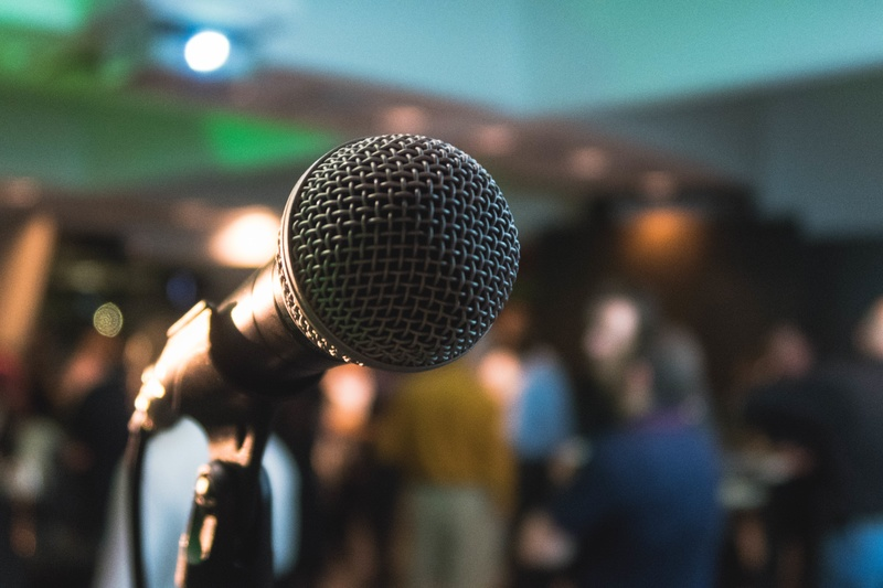 crowd-microphone-mic-karaoke-musical-81187-pxhere-com