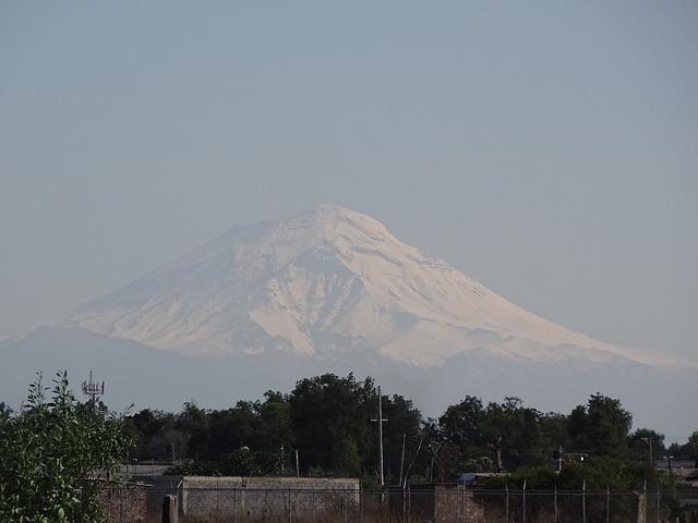 volcano-2773910_640