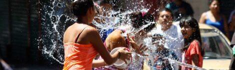 ¿Por qué tiramos agua el Sábado de Gloria?